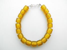Gele ingi boca kralen bracelet met zilveren sluiting.