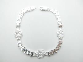 Zilveren platte konings bracelet met mattenkloppers.