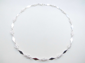 Zilveren mattenklopper/komkomro-sierie ketting.