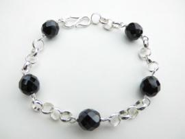 Zilveren lontai zwart ogrie ai kralen bracelet.