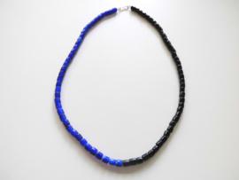 Zwart/blauw ingi boca snoer met zilveren sluiting.