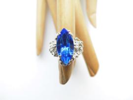 Zilveren blauwe steen markies ring.