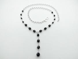 Zilveren zwarte kralen lontai collier.