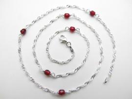 Zilveren rode kleuren kralen singapore ketting. (50 cm)
