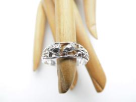 Zilveren rij rozen ring.