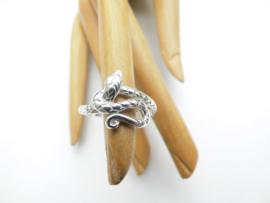 Zilveren slang ring.