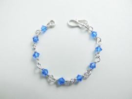 Zilveren blauwe kralen baby bracelet.