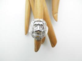 Zilveren leeuwen kop ring.