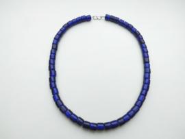 Blauwe ingi boca kralen snoer met zilveren sluiting.