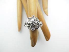 Zilveren knoop ring.