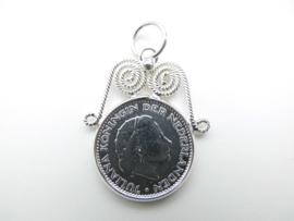 Zilveren Juliana 1 Gulden munt hanger met kroon.