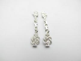 Zilveren piet-piet mattenklopper oorbellen.