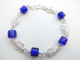 Zilveren mattenklopper blauwe ingi boca kralen bracelet.
