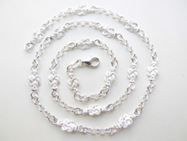 Zilveren mattenkloppertjes-lontai ketting.