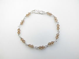 Zilveren licht bruine kralen bracelet.