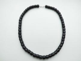 Zwarte ingi boca kralen snoer met zilveren sluiting.