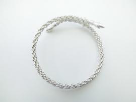 Zilveren gevlochten armband.