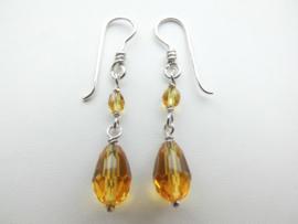Zilveren gele kralen oorbellen.