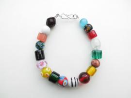 Allakondre kralen bracelet met zilveren sluiting.