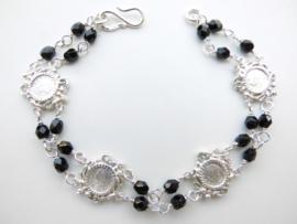 Zilveren muntjes-zwarte kralen bracelet.