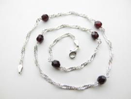 Zilveren rode kralen singapore ketting. (50 cm)