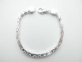 Zilveren konings bracelet.