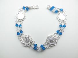 Zilveren muntjes-blauwe kralen bracelet.