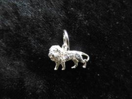 Zilveren leeuwtje hanger.