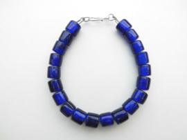 Blauwe ingi boca kralen bracelet met zilveren sluiting.