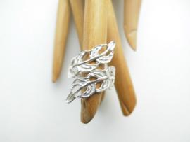 Zilveren blad ring.