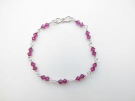 Zilveren licht paarse kralen bracelet.
