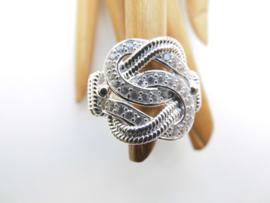 Zilveren mattenklopper ring met zirkonia steentjes. (groot)