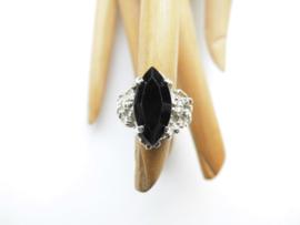 Zilveren zwarte steen markies ring.
