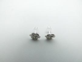 Zilveren baby mattenklopper oorknoppen.