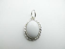Zilveren witte steen hanger.