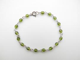 Zilveren olijf groene kralen bracelet.