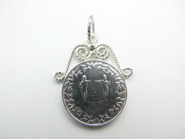 Zilveren Surinaamse wapen munt hanger.