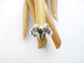 Zilveren ram ring.