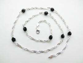 Zilveren zwarte kralen singapore ketting. (60 cm)