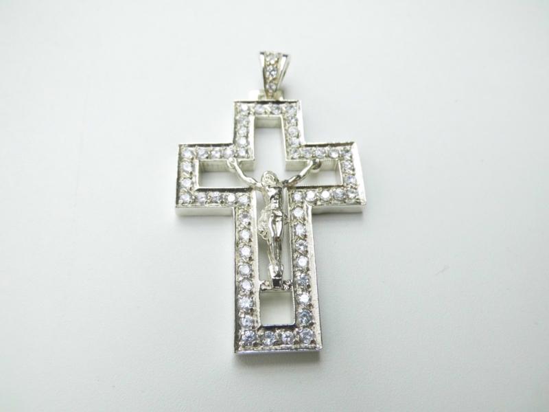 Zilveren grote kruis hanger met zirkonia steentjes.