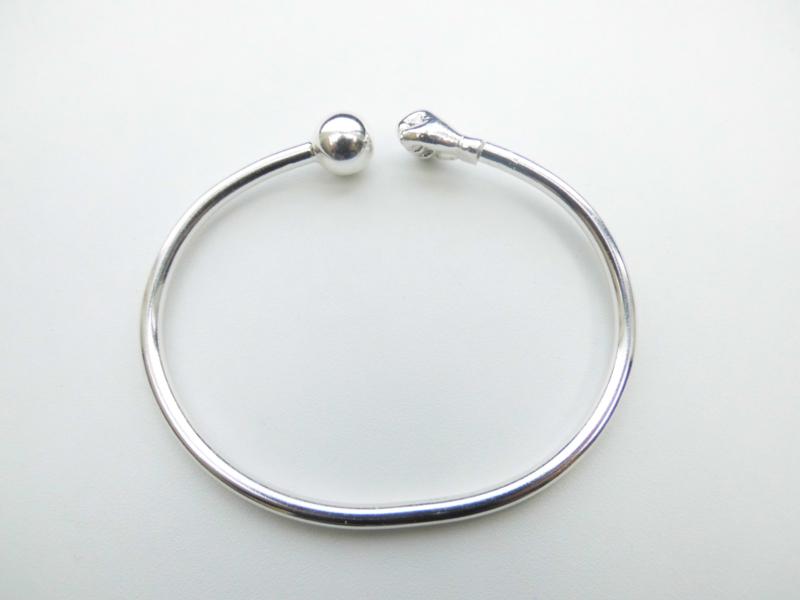 Zilveren kofoe vuist/bal armband.
