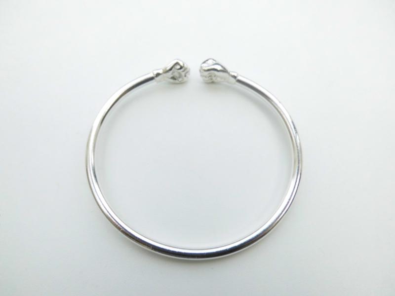 Zilveren kofoe vuist armband.