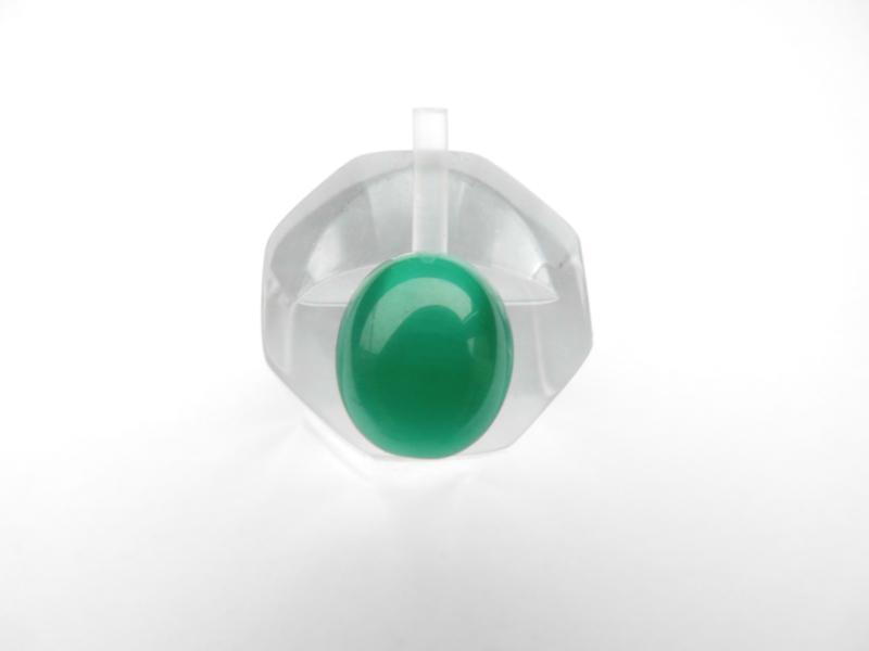 Losse groene steen met lichtstreep effect