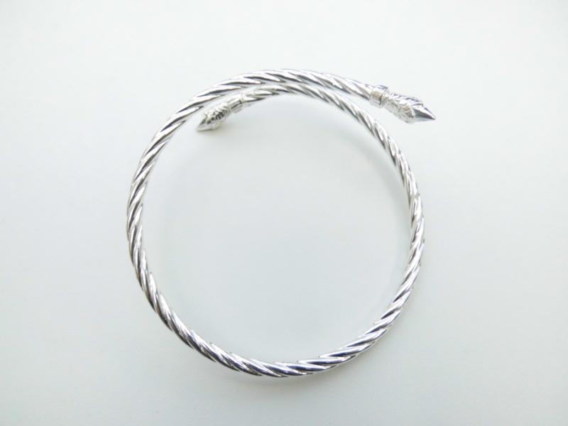 Zilveren roosknop armband.