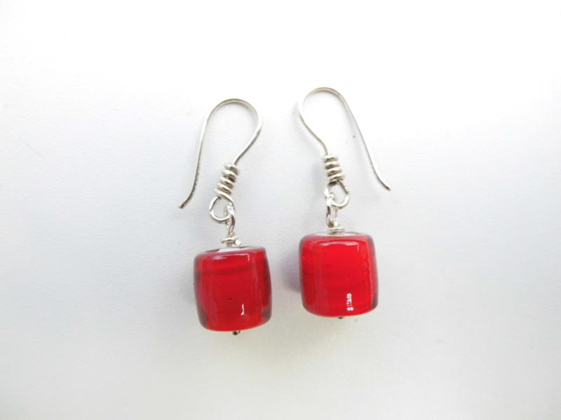 Zilveren rode ingi boca kralen oorbellen.