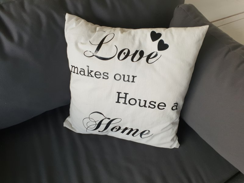 Woonkussen Love makes our House a Home