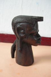 Hardhouten beeldje van een vrouwenhoofd