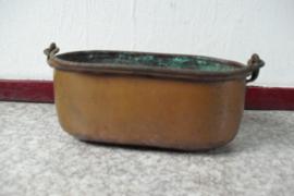 Koperen ovale pot met hengsel