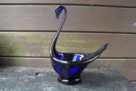 Glazen bloempot in de vorm van een zwaan