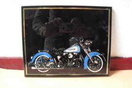 Reflecterende afbeelding van een Harley-Davidson, blauw/wit